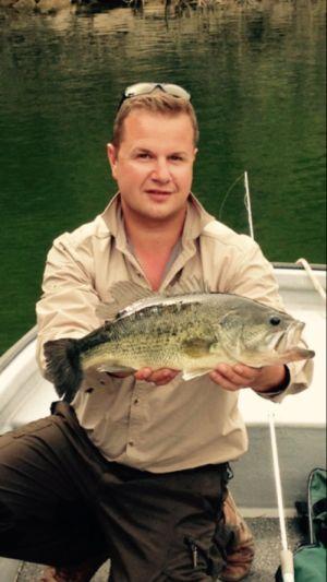 schwarzbarsch angeln am ebro in spanien im angelcamp von taffi tackle tours