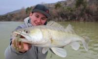 chritopher görg beim zanderfischen in spanien im angelcamp von taffi tackle tours