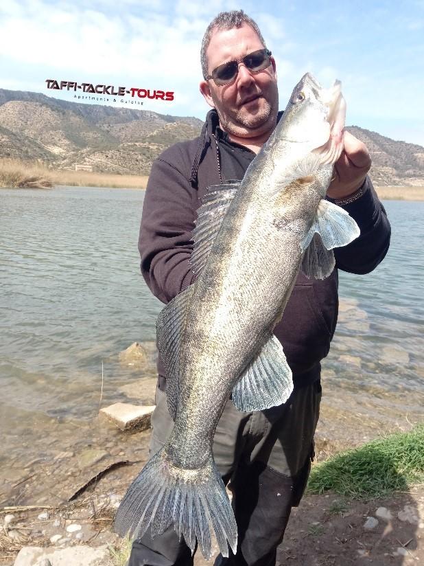 zanderfischen am ebro mit dem reiseanbieter taffi tackle tours in mequinenza